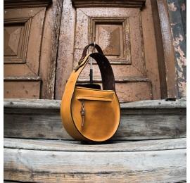 torebka w kolorze camelowym z długim paskiem na ramię, torebka wykonana ręcznie