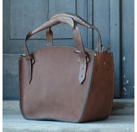 Ręcznie robiony kuferek z naturalnej skóry w pięknym brązowym kolorze