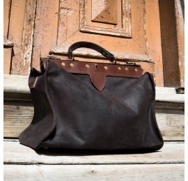 duża skórzana męska torba lekarska w stylu vintage od Ladybuq Art w kolorze czarnym