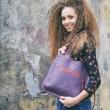 skórzana torebka na zakupy lub na wycieczkę za miasto z kieszonką i długim paskiem