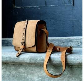 Listonoszka z paskiem w pięknym kolorze Whiskey unikalna torebka od polskich projektantów Ladybuq Art