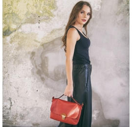 Mała skórzana torba na niezbędne przedmioty Ann w kolorze Czerwonym wykonana ręcznie przez Ladybuq Art