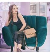 sac de couleur marron clair avec longue bandoulière amovible en cuir naturel de la plus haute qualité