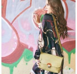 mała unikalna torba w kolorze limonkowym z dodatkowym, odpinanym paskiem na ramię od ladybuq art