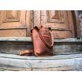 Skórzana ręcznie wykonana torba Mała Ladybuq w kolorze Rudym od Ladybuq Art