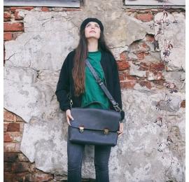 czarna torebka z brązowymi akcentami wykonana ręcznie przez Ladybuq Art
