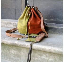 Maja w czterech kolorach z saszetką oraz długim wygodnym paskiem, skórzana torba od Ladybuq Art