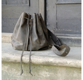 Well known design in new colour variation, gray Maja with detachable interior sachete and long crossbody strap