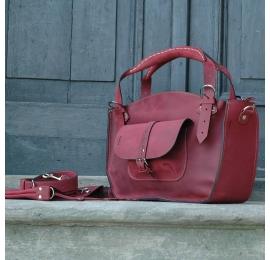 Kuferek w stylu vintage oryginalny ladybuq z kieszonką  paskiem i kopertówką malinowy ręcznie robiony z naturalnej skóry