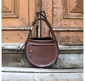 sac en cuir marron inez avec longue bandoulière ade by ladybuq art
