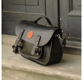 Messenger czarny plecak idealny na laptopa do biura oryginalna torba od Ladybuq Art