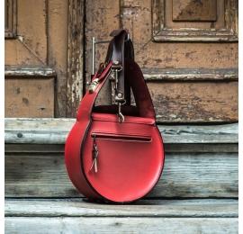 sac en cuir rouge fabriqué par ladybuq, sac avec poche externe et bandoulière amovible
