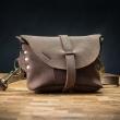 Skórzana nerka/torebka na ukos od Ladybuq w kolorze Brązowym