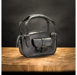 Women leather bag Kuferek in Black color with detachable lining made by Ladybuq