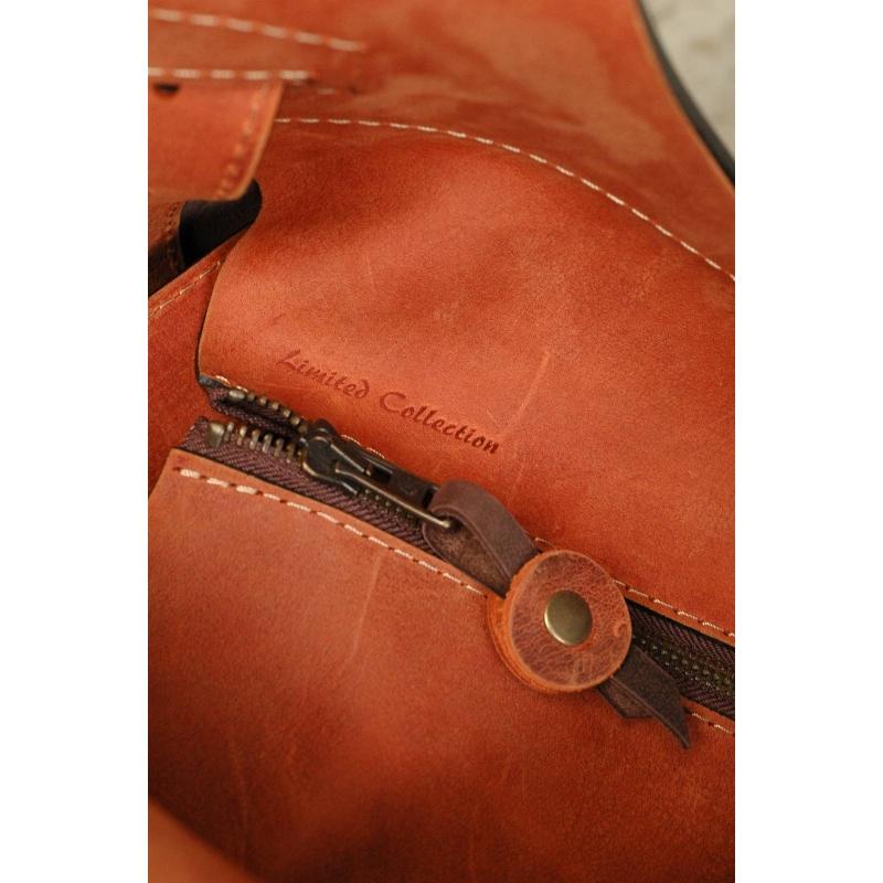 3437d74900615 ... Torebka skórzana Ladybuq z długimi paskami i zamkiem większy rozmiar  ciemny brąz i pomarańcz ...