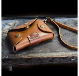 Handmade key case made out of high quality leather in Camel color made by Ladybuq