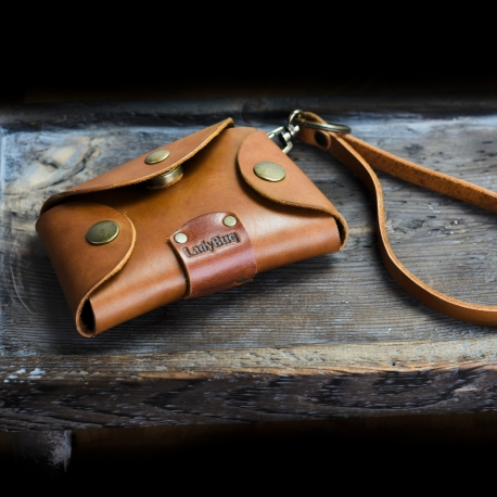 leather key holder made out of high quality leather by ladybuq