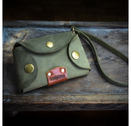 Dodatek do torebki, skórzana kluczówka w kolorze Khaki od Ladybuq Art