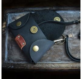Mały Czarny pokrowiec na klucze wykonany ręcznie ze skóry wysokiej jakości od Ladybuq