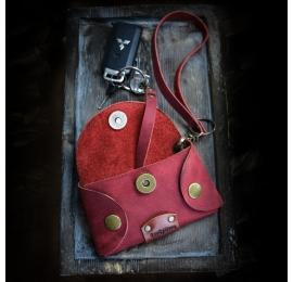 Skórzana kluczówka w kolorze Malinowym, ręcznie wykonany dodatek do torebki od Ladybuq Art