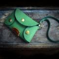 skórzany pokrowiec na klucze w kolorze zielonym, ręcznie wykonana kluczówka od Ladybuq