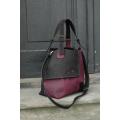 Ręcznie robiona torebka od projektantów skorzana Alicja dwa kolory czarno buraczkowa.