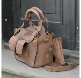 Kuferek ręcznie wykonany w stylu vintage z naturalnej skóry wysokiej jakości z kieszonką paskiem i kopertówką  jasny brąz