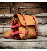 Skórzany plecak w krzykliwym Camelowym kolorze z pięknymi Czerwonymi akcentami od Ladybuq Art