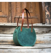 green leather purse with external pocket and comfortable shoulder straps