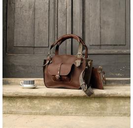 Skórzana torebka Kuferek z kieszonką paskiem i kopertówką  ciemny brąz szary od Ladybuq Art
