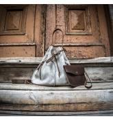 Skórzana torebka Maja z miękkiego weluru od Ladybuq