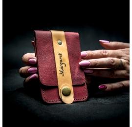 kleines himbeerfarbenes Kartenetui aus Leder von ladybuq, handliches Kartenetui im Vintage Style