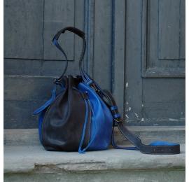 Skórzany worek z długim paskiem i wewnętrzną saszetką w zestawie od Ladybuq Art Studio
