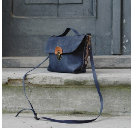 Small purse with a strap perfect to wear it crossbody, bag made out of leather in Navy Blue colour