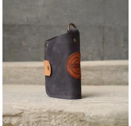 skórzany portfel barcelona wykonany ręcznie przez LadybuQ Art w kolorach granatowym i czerwonym
