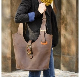 Handmade natural leather urban bag made by Ladybuq Art