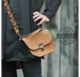 Tasche mit langem Umhängeband und Lederbeschlägen in Antikgold von Ladybuq