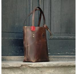 Zuza z zewnętrzną zasuwaną kieszenią w kolorze Brązowym z Czerwonymi akcentami, oryginalna torebka w stylu vintage