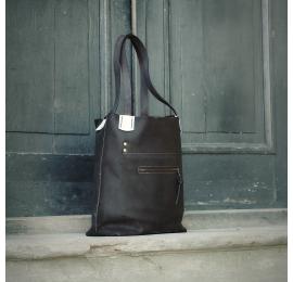 Torebka Zuza na laptopa w kolorze Czarnym z Białymi dodatkami, idealna torba do biura od Ladybuq Art Studio