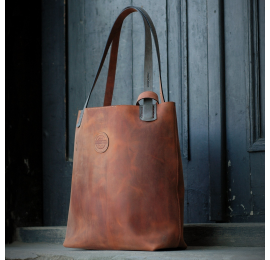 Zuza in Dark Ginger colour with magnet closure, zippered pocket inside and adjustable straps