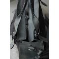 Kuferek z kieszonka  paskiem i kopertówką czarny mat / szary