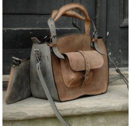 Tote bag with a pocket, a strap and a clutch light brown and grey