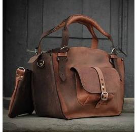 Kuferek ręcznie robiony z naturalnej skóry z kieszonką paskiem i kopertówką rudy / brąz