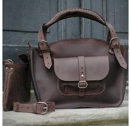 Kuferek ręcznie wykonany z wysokiej jakości naturalnej skóry z kieszonką paskiem i kopertówką czekoladowy brąz