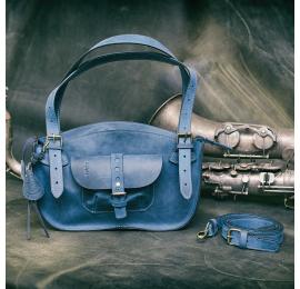 Kuferek z kieszenią na zewnątrz i wewnątrz w kolorze granatowym z długim paskiem na ramię od Ladybuq