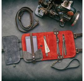 portfel ręcznie wykonany skórzany z paskiem przez ramię w kolorze szarym
