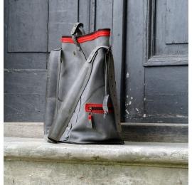 Plecak i torba dwa w jednym idealna torba podróżna od Ladybuq Art skórzany plecak na rower szary z czerwonymi akcentami