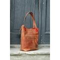 Zuza Ruda 2 z zewnętrzną kieszenią zamykaną na klamerkę, torebka z czerwonymi akcentami od ladybuq art torba na zakupy