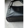 Wyjątkowa torba skórzana Zuza wykonana ręcznie z wysokiej jakości skóry naturalnej przez Ladybuq