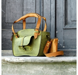 Handmade tote bag made by ladybuq with a pocket, a strap and a clutch lime and whiskey